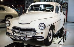 Old but gold: White and Chrome by Bozzenheim