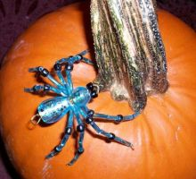 Beaded blue spider by TinyAna