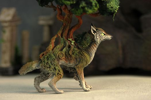 Tree wolf by hontor