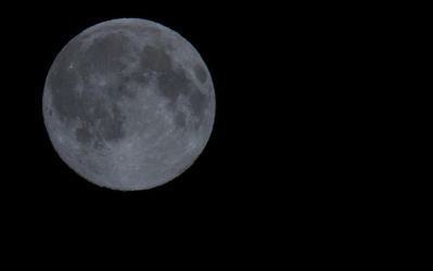 Moon 3 by chr85