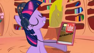 Twilight listens to MLP youtube readings by robbieagray