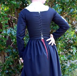 16th century black wool kirtle back by CenturiesSewing
