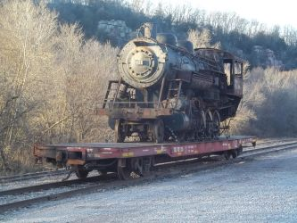 401 loaded on flat for transport by PRR8157
