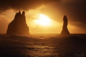 The rocky needles in the sea by LinsenSchuss