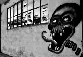 Skull II - Street art by lyyy971