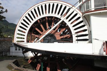 Paddle Wheel Steam Boat by lonnietaylor