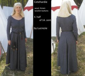 14th century lady dress by MedievalJunkie