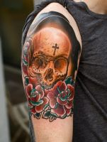 skull and rosess by tattooneos