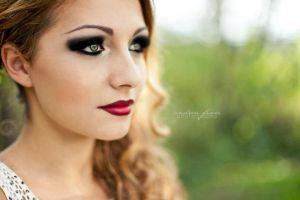 Red lips, Black Eyes by ShadowsOfTheDay