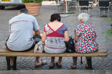 BOGG TL 73-0834 - people on a bench by Rikitza