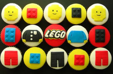 LEGO cup cakes by sagethemouse