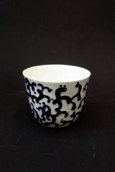 porcelain cup by Farsiratorius