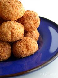 Coconut Macaroons by Julyendiary