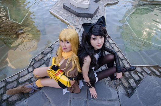 Team Bumblebee-Yang and Blake RWBY Cosplay by firecloak