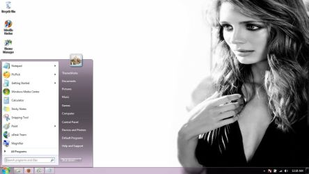 Mischa Barton-3 Windows 7 theme by windowsthemes