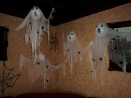 Ghostly apparitions II by zzSnowWhiteQueenzz
