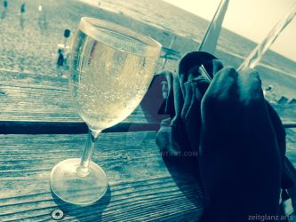white wine at the beach by zeitglanz