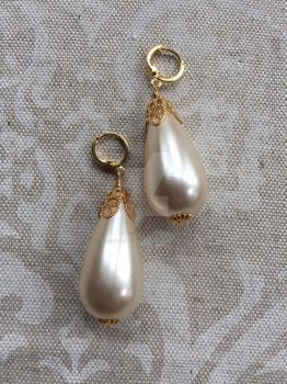 A Girl's Pearl Earrings by ElegantlyEccentric