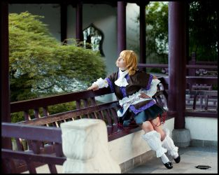 thoughtful Parsee by nuramoon