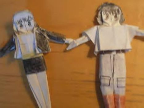 Shiro and Ayna origami dolls. by Androidraptor