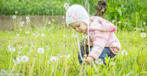 Daugther play in garden with flowers by Arlen-McTaranis