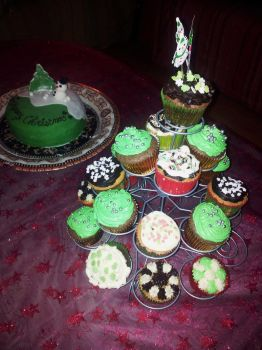 Cristmas Cupcakes by LaPetrovich