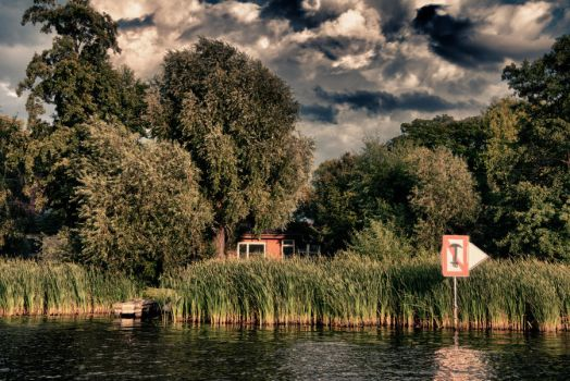 Little House on Lake (Potsdam) by limejuice74