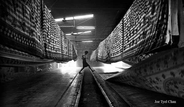 Worker in a dyeing fabric factory by joetlchan