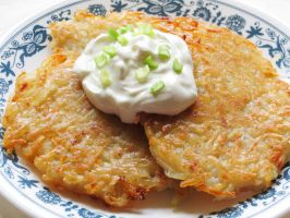 Potato Pancakes with Sour Cream by Kitteh-Pawz