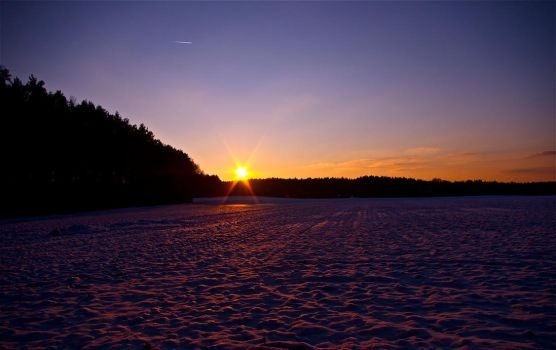 Snowy sunset by rontz