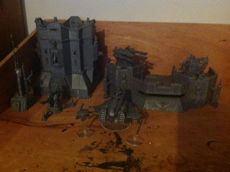 Imperial structures and tau vehicle (not painted) by Gryphondrake7991