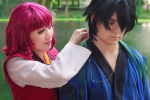 Yona Gives Hak a Necklace [Cosplay] by firecloak