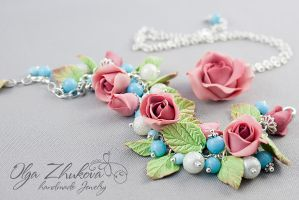Set jewelry with roses made of polymer clay by polyflowers