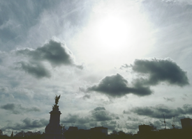 Victoria Memorial - Buckingham Palace by Maybellez