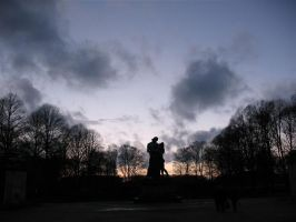 Lonely statue - 2 by yetkin