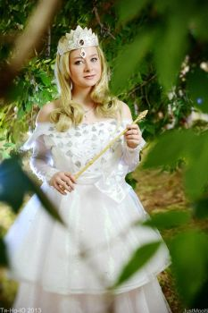 OZ The Great and Powerful cosplay: Glinda by leviceversailles