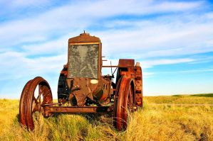 Old farm tractor by MoCity