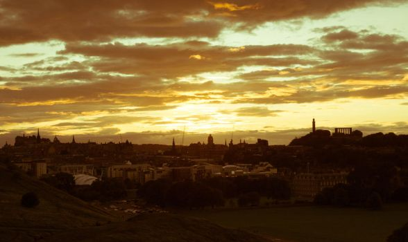 Sunset over Edinburgh by RunaCorner