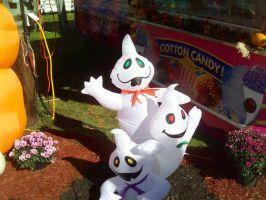 Inflatable Ghosts at the Fair by DerpyDash64