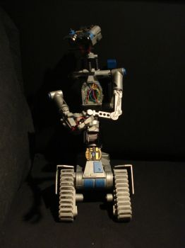 Johnny Five missing arm by Jayluke2006