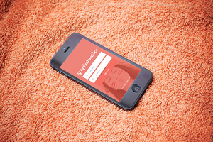 Used iPhone 5 MockUp by graphictwister
