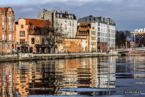 Reflections in water by wiwaldi24