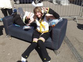 Kagamine Rin Cosplayer On The CAMCON Pimp Sofa by Collioni69