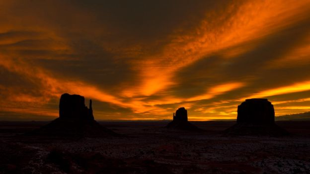 monument valley at dawn by InV4d3r
