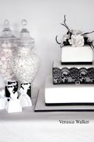 Black White Wedding Cake by Verusca