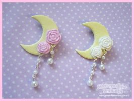 Charming Moon brooch by Irudisu