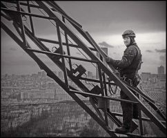 Painter of the Eiffel tower by daaram