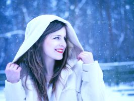 Snowy white by Ishilla