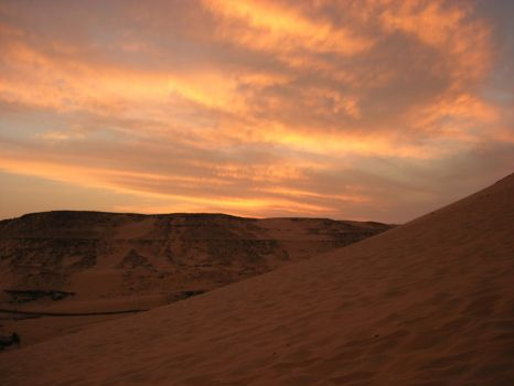 Sunset in nubian desert II by Kyriash