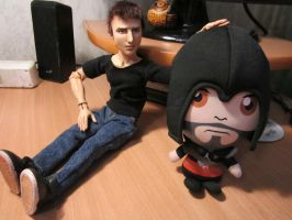 Des and Ezio plushie by lizathehedgehog